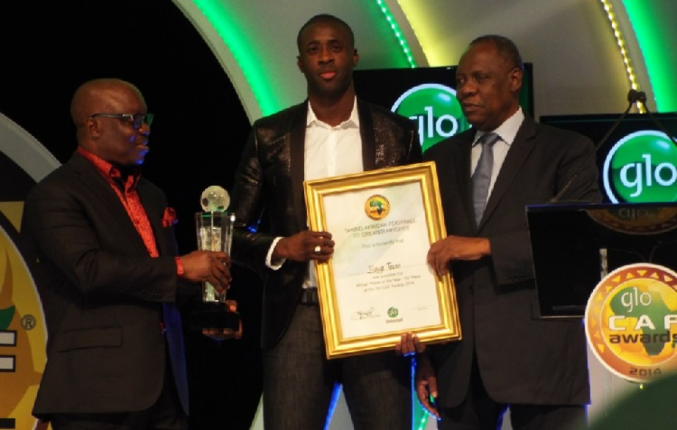 Yaya-Toure-receiving-his-award-968x616