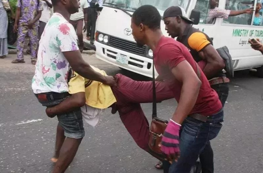 Photos: LASTMA Official Beaten Mercilessly By Some Tricycle Riders In Lagos
