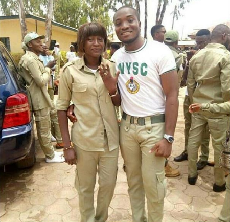 Photos: 2 NYSC Members Propose To Their Corper Girlfriends During Their POP Today