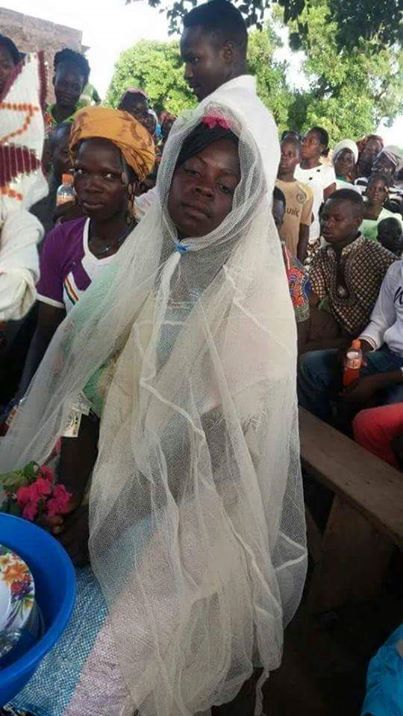 Poor bride wears Mosquito net and ricebag as wedding gown (Photos)