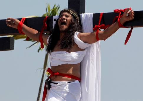 Photos: Meet Ruben Enaje The Man Who Has Been Nailed To The Cross Every Year For 32years To Re-enact Jesus Christ's Crucifixion
